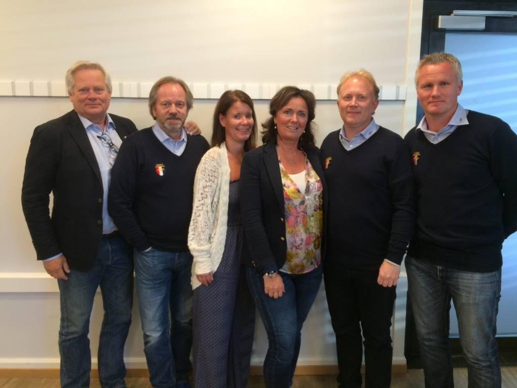 Styret i Divisjonsforeningen er fra venstre: Jan Wiig, Sten Stensrud, Helle Visjø (styremedlemmer), Kari Lindevik (leder) og Hugo Kjelseth (nestleder). Til høyre daglig leder Dag Halvorsen.