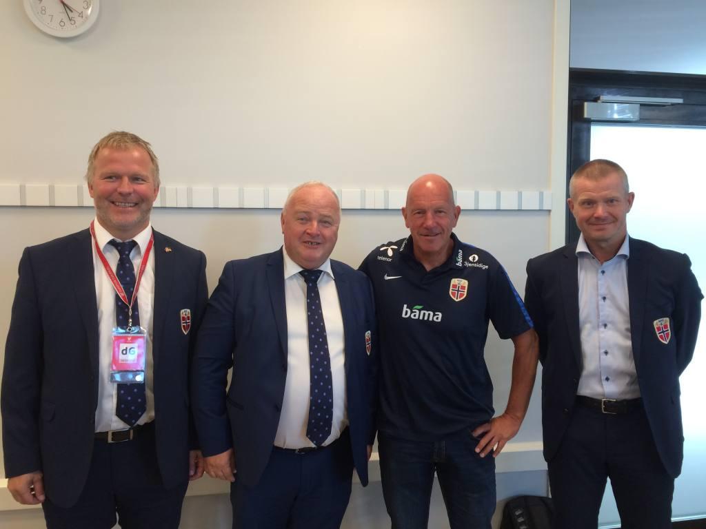 Fra venstre konstituert Generalsekretær Kai-Erik Arstad, President Terje Svendsen, Toppfotballsjef Nils Johan Semb og konkurransedirektør Nils Fisketjønn