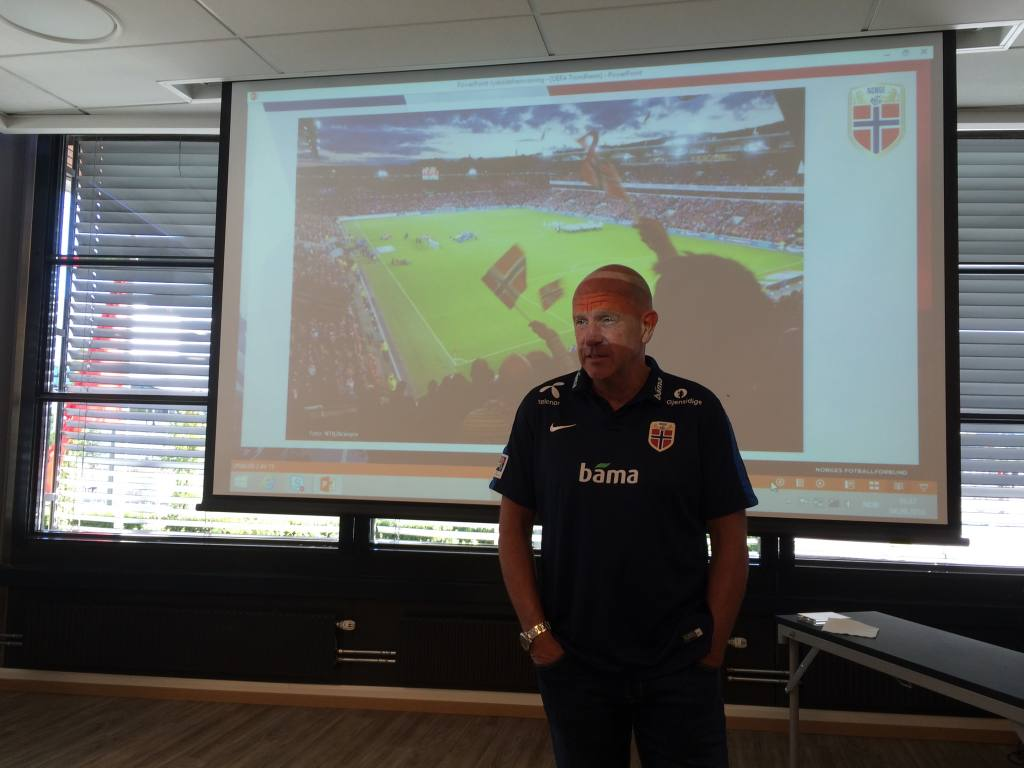 Toppfotballsjef Nils Johan Semb